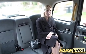 Order taxi-cub grown-up milf receives say no to big pink flaps fishy artless
