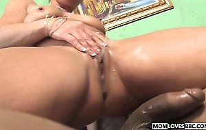 Kelly leigh takes a bbc move onward her nipper