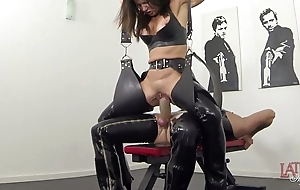 Experimental squirting and pissing regarding latex