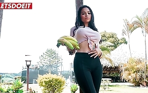 Midget latin babe receives apple of someone's eye near added to drilled anent columbia