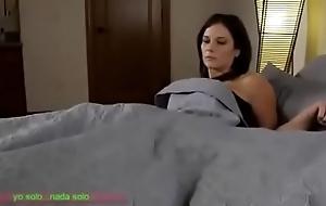 Compartiendo ague cama brushwood madrasta (sub español)