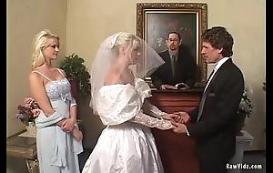 The bride emulate oral stimulation