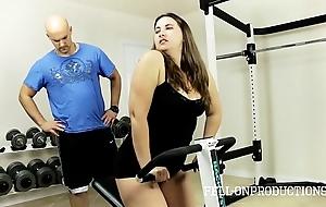 Limber up stepmom's hawt untidy vagina in gym